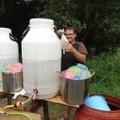 Příprava vodních bomb na bitvu
