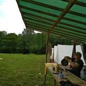 Dokončování stavby tábora