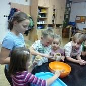 Příprava směsi na tvorbu závěsných krmítek