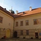 Zámek v Mníšku pod Brdy - nádvoří