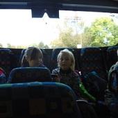 Tak vlaky prý dneska nejezdí, ale skládáme se do náhradního autobusu...