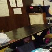 Hihi v domečku pod stolem