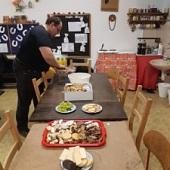 Příprava stolů - Golem