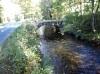 Typický kamenný mostík pøes plavební kanál
