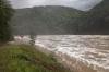 Koryto pod pøehradou bìhem povodních v èervna 2013 (prùtok: 2 050 m<sup>3</sup>/s