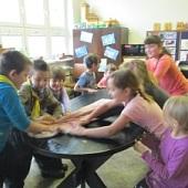 Kolektivní utírání stolu :D