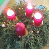 Tak už nám hoří třetí adventní svíčka